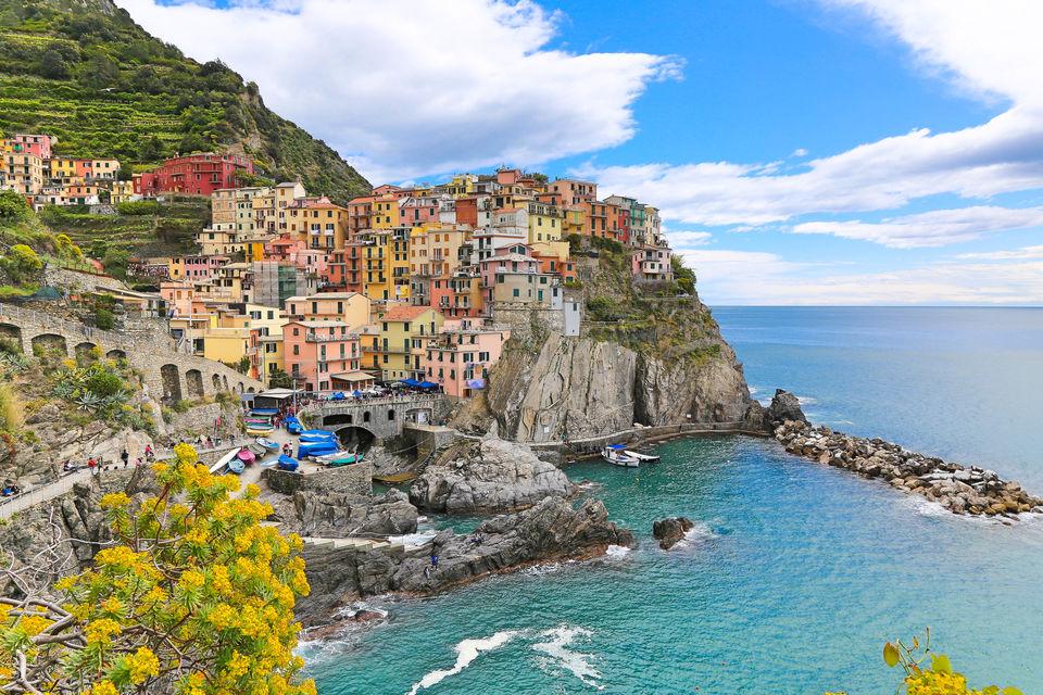 Photos of The village of Manarola, Cinque Terre, Italia 1/1 by Deepa Subramanian