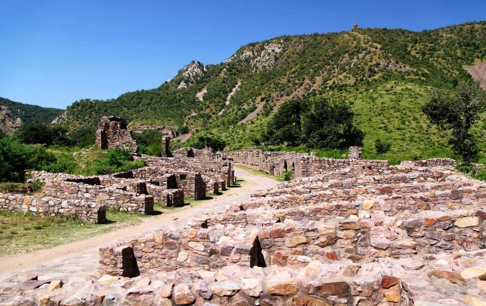 """The Bhangarh Fort Story: Behind The Mystery Of The Most """"Haunted"""" Place In India"""