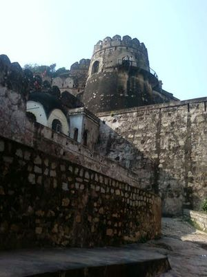 Jhansi Fort 1/2 by Tripoto