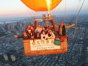 Land-ending of the hot air balloon in Melbourne