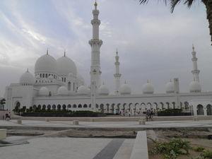 Sheikh Zayed Mosque - Al Maqta'a - Abu Dhabi - United Arab Emirates 1/5 by Tripoto