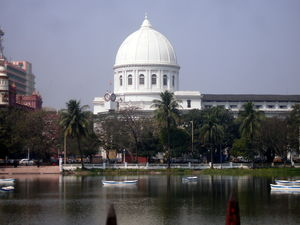 GPO overlooking the Lal Dighi 1/1 by Tripoto