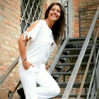 Genia Travel Blogger