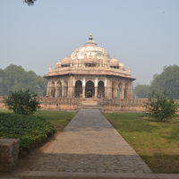 Isa Khan's Tomb 4/5 by Tripoto