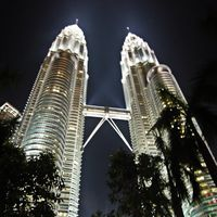 Petronas Twin Towers 2/17 by Tripoto